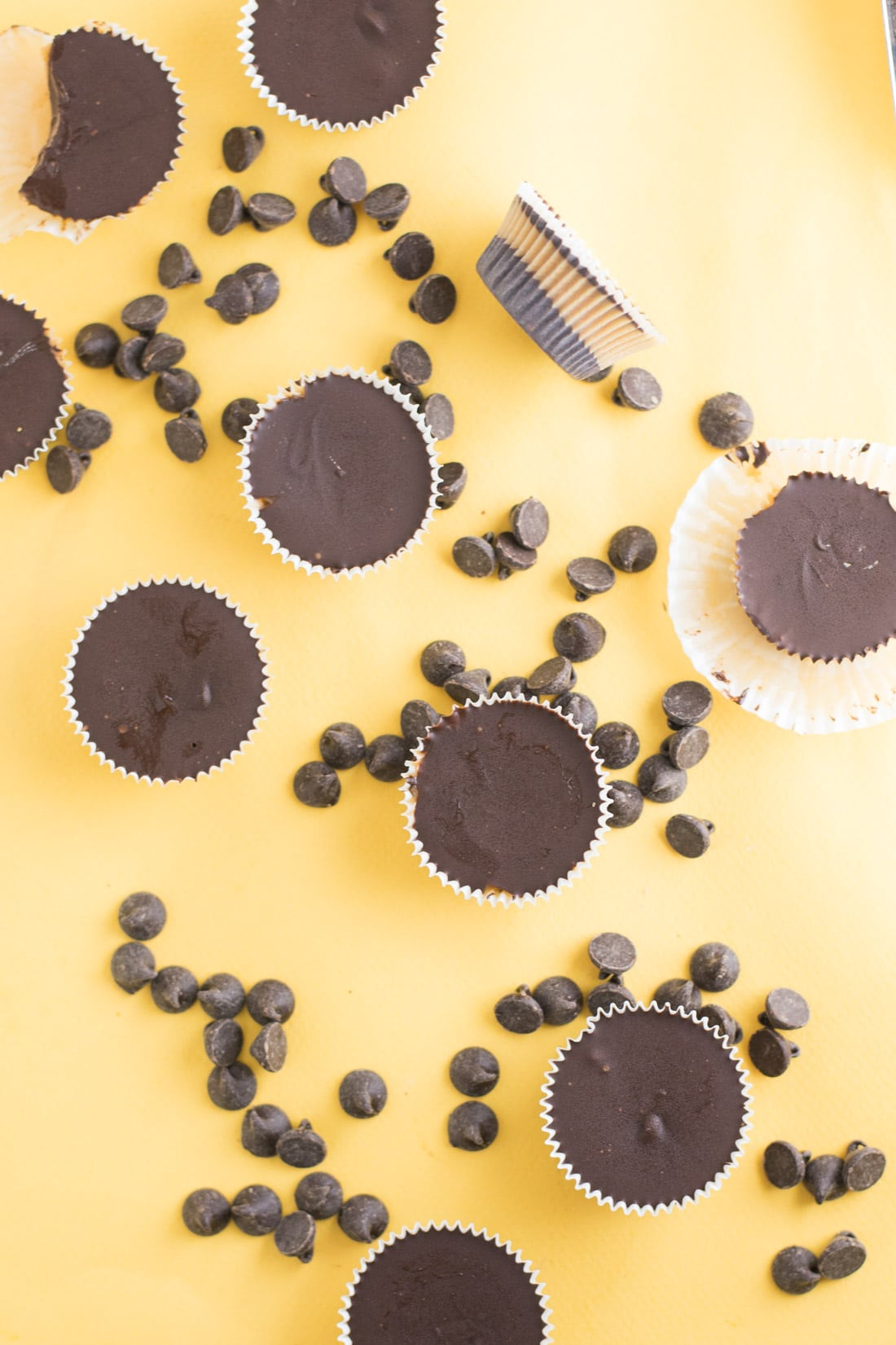 Dark Chocolate Peanut Butter Cups -- These vegan homemade Reese peanut butter cups are made with just a few simple ingredients. The classic combination of chocolate and peanut butter is delicious in this peanut butter cup recipe!   mindfulavocado