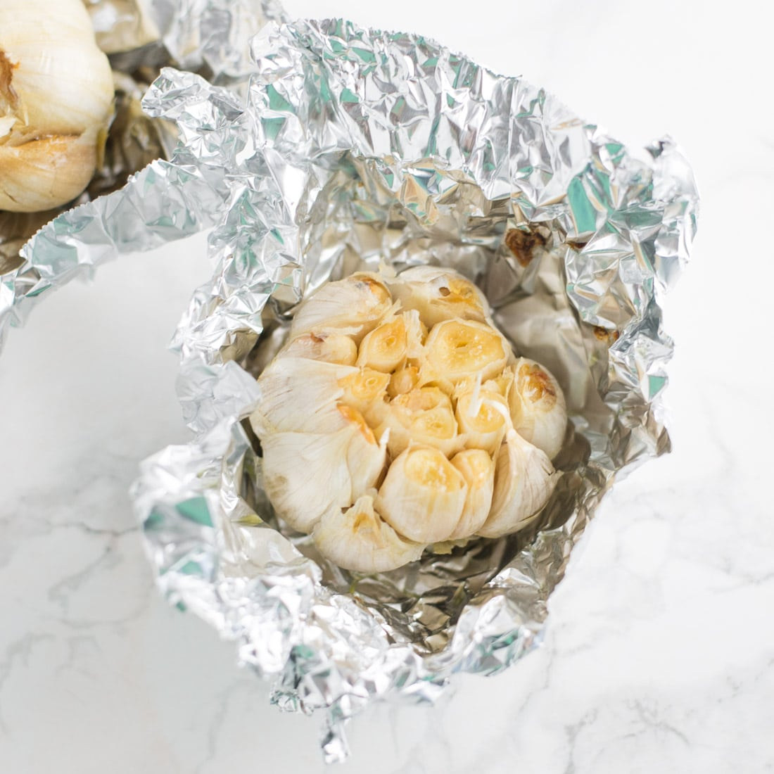 How to Roast Garlic -- Roasted garlic is so easy to make and a great kitchen staple to keep on hand. Roasted garlic is a healthy way to add flavor to dishes. | mindfulavocado