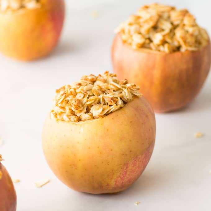 vegan baked apples with oat topping