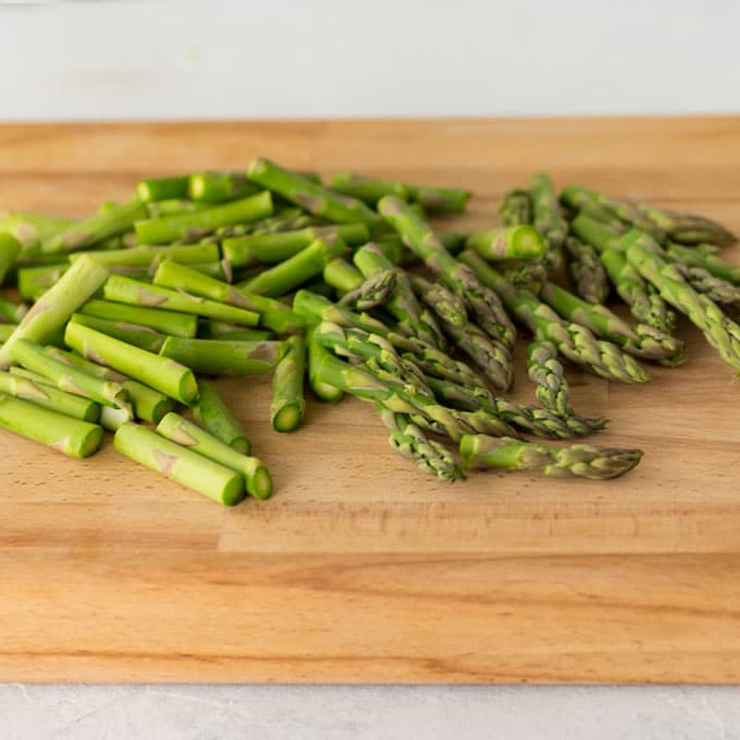 asparagus on cutting board