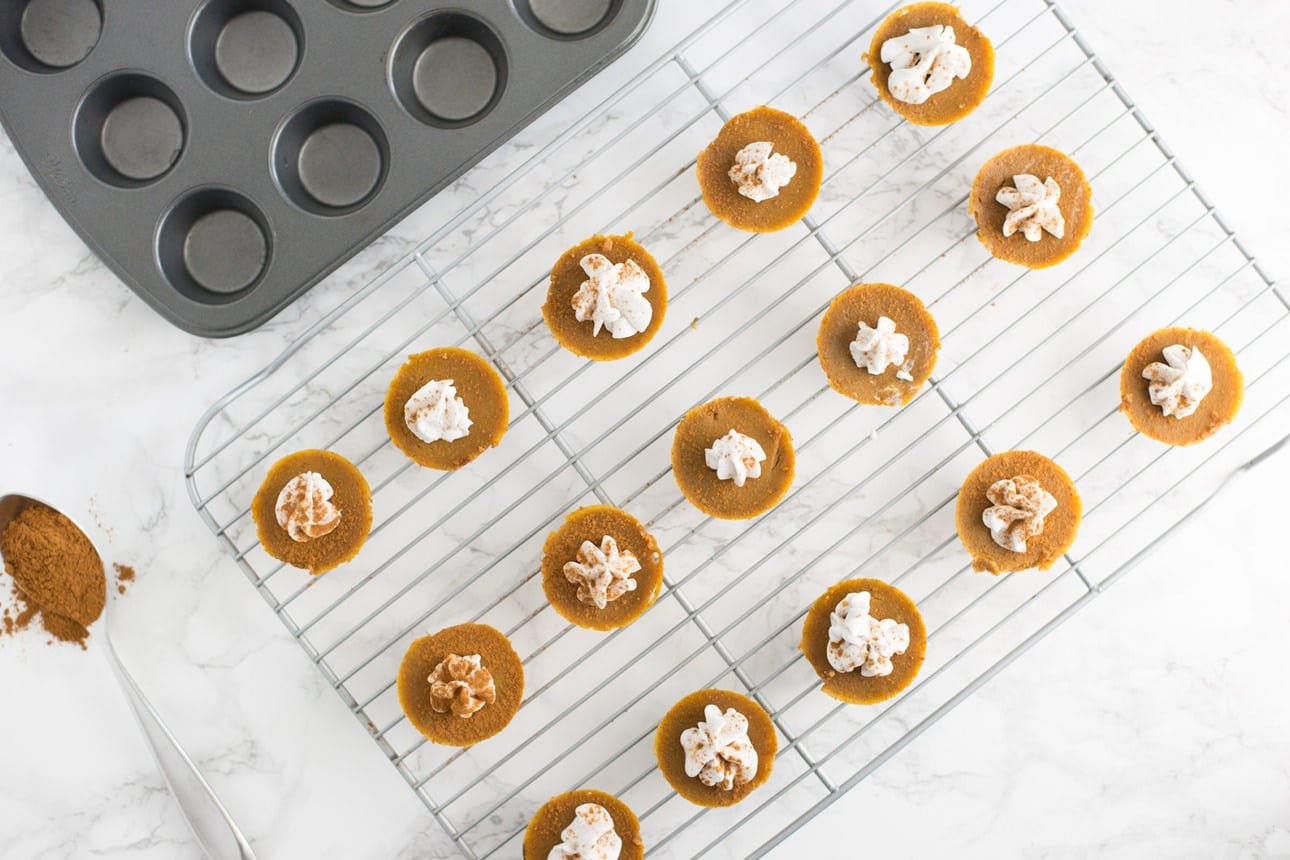 Vegan Mini Pumpkin Pies -- These delicious mini pumpkin pies will make it hard to eat just one. Packed with ingredients like coconut oil, pumpkin, and coconut sugar, this recipe is the perfect fall treat. | mindfulavocado