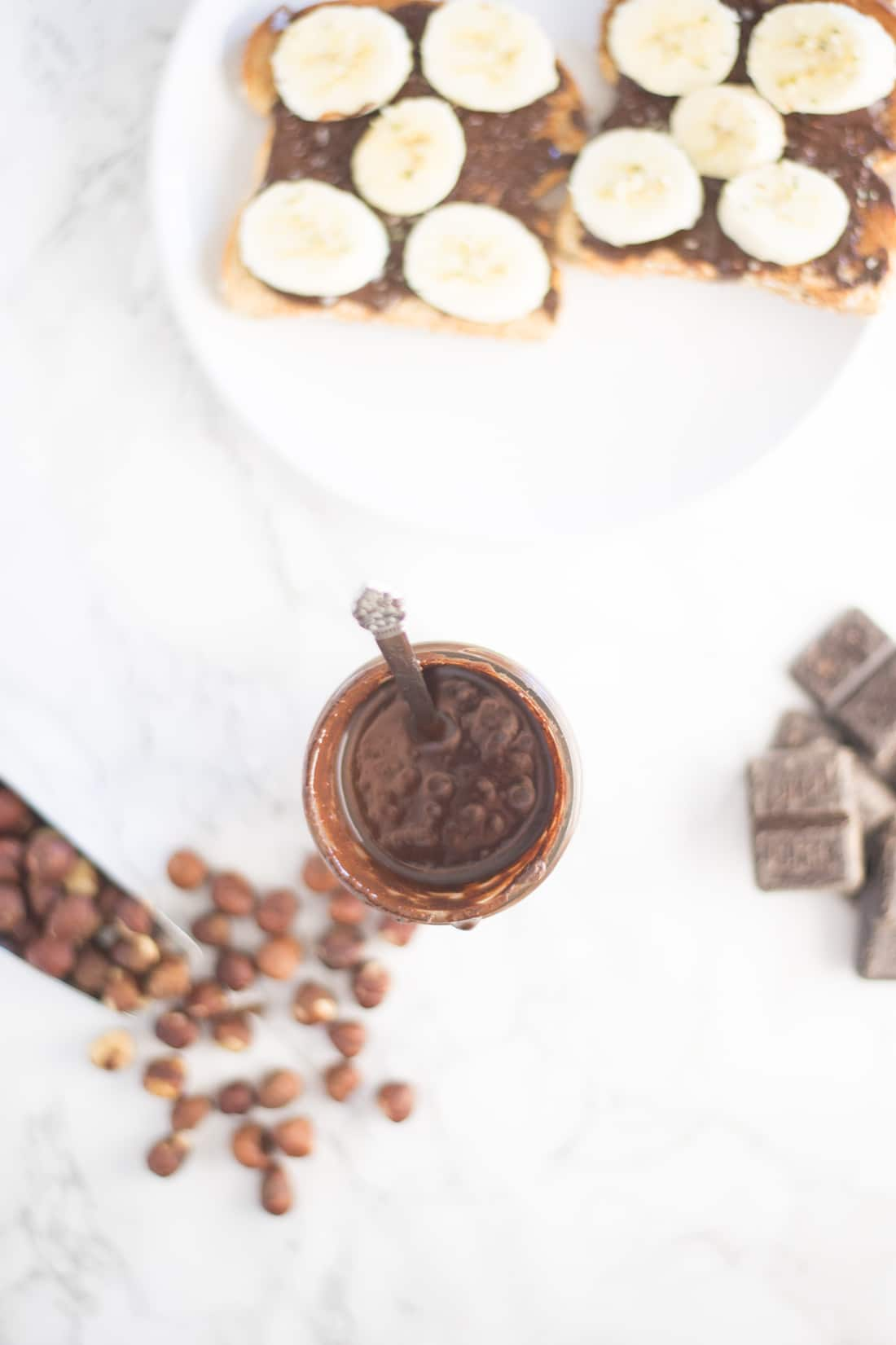 Homemade Nutella -- Try this homemade vegan Nutella with only 5 ingredients for a healthier sweet spread! - mindfulavocado