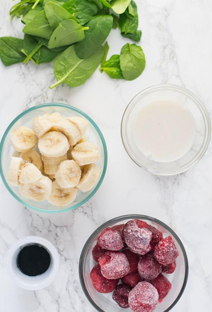 ingredients for spirulina smoothie bowl