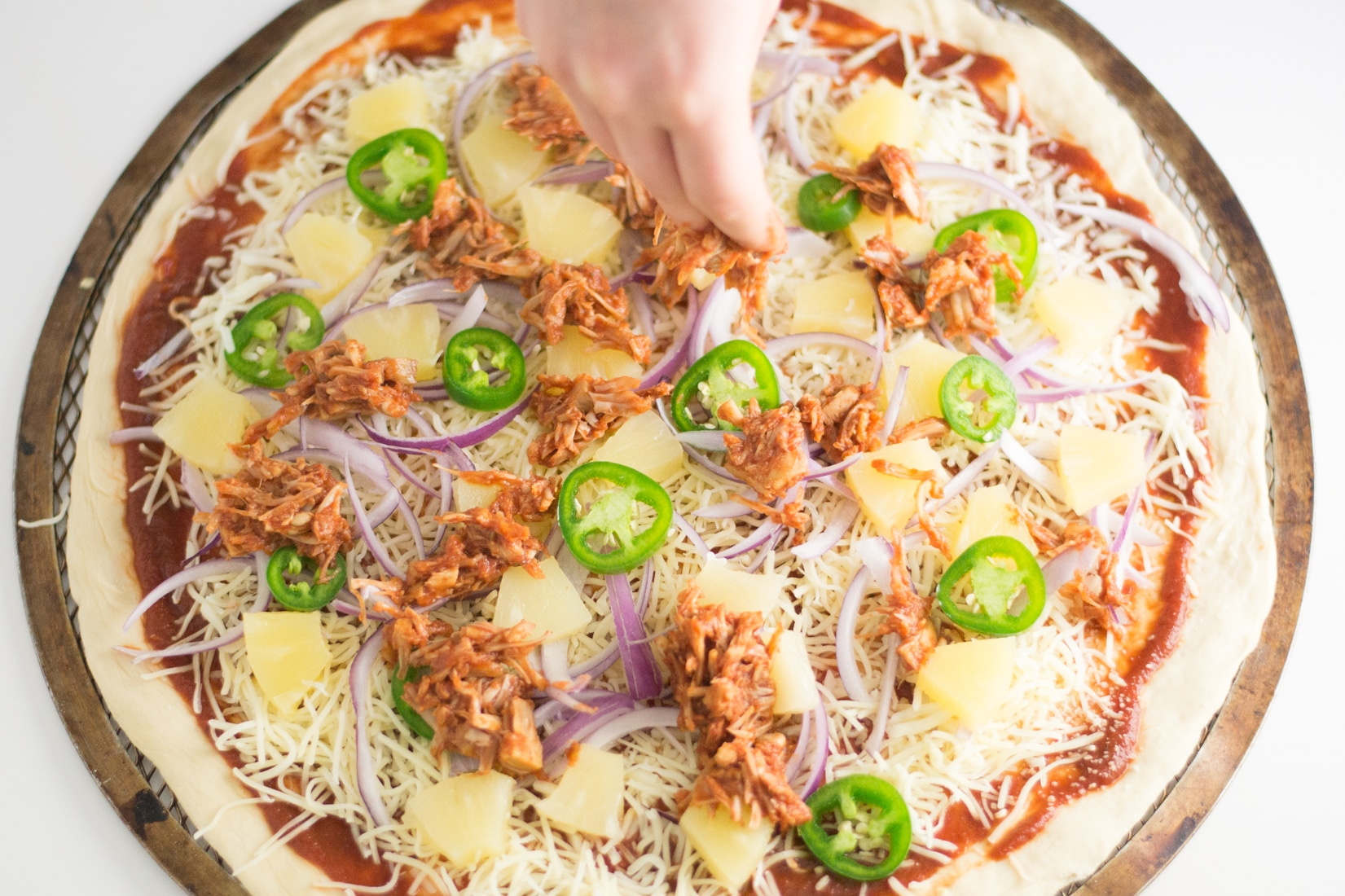 BBQ Jackfruit Pizza -- Try this vegetarian recipe for an easy weeknight meal. Substitute cheese with vegan cheese or make a gluten free crust and you have yourself a vegan or gluten free pizza! | mindfulavocado