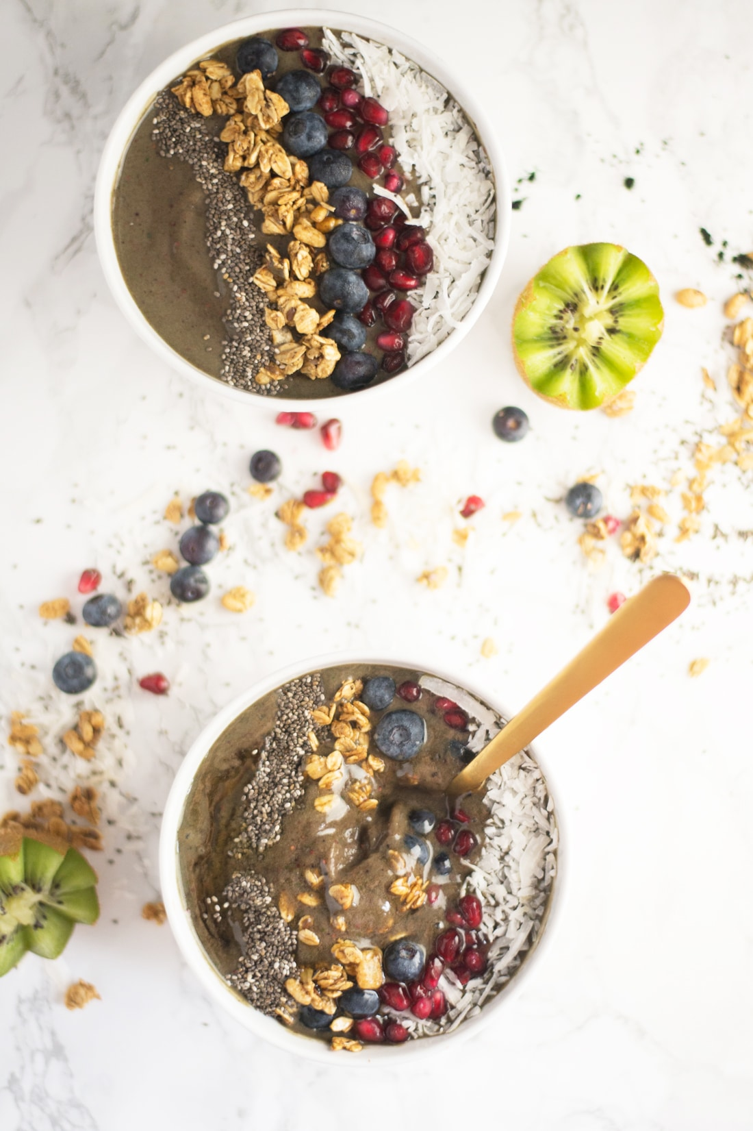 Spirulina Acai Bowl -- Whip up this smoothie bowl in a matter of minutes! Packed with superfoods and detoxifying ingredients, this vegan gluten free breakfast is the best way to start your morning.   mindfulavocado