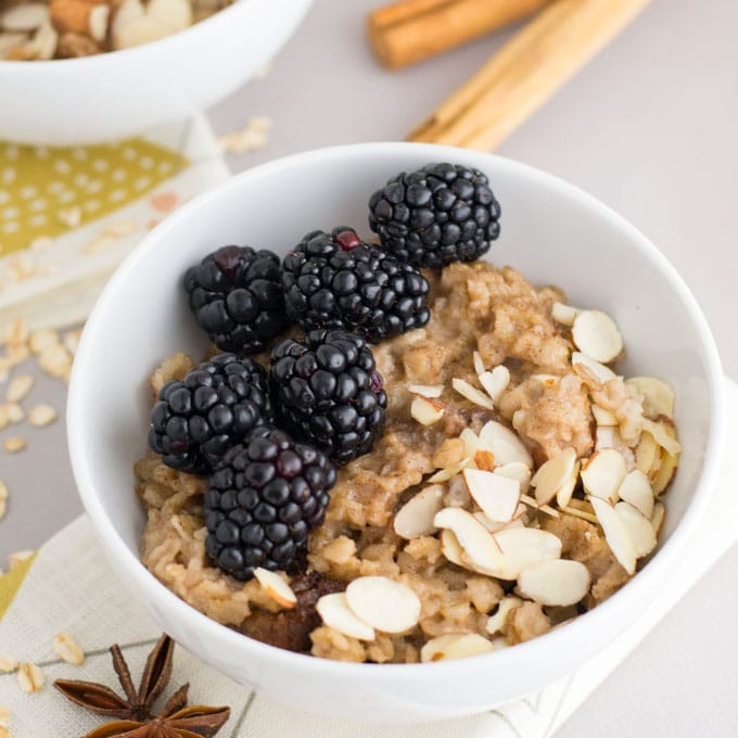 oatmeal with almonds and blackberries