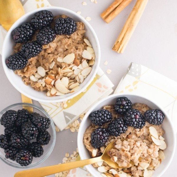 vegan slow cooker oatmeal with almonds and blackberries