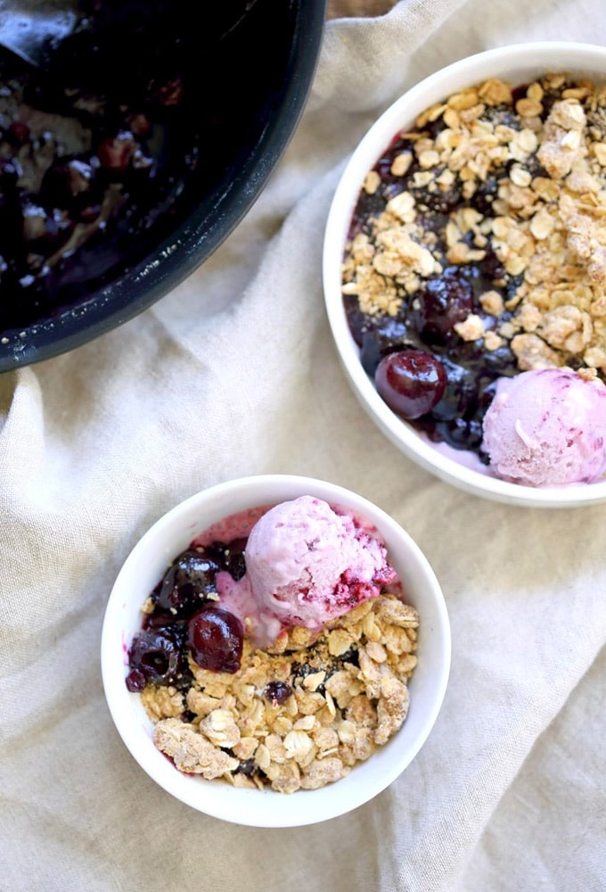 vegan cherry blueberry crisp