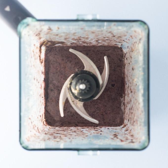 blueberry acai smoothie in blender