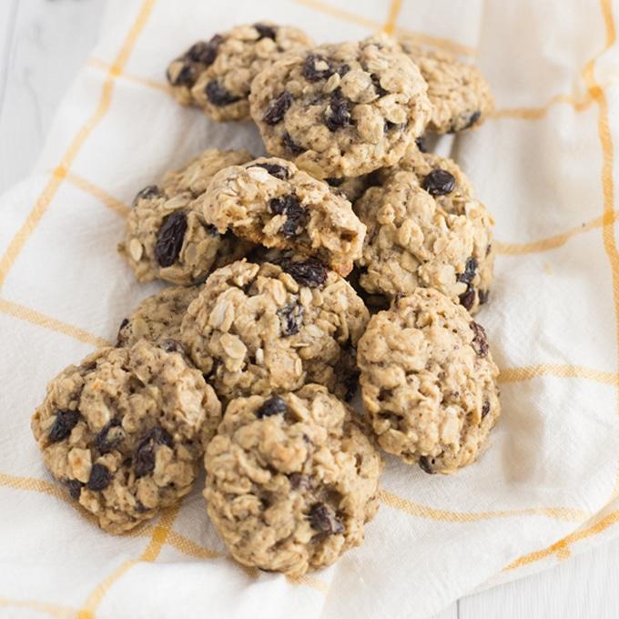 Super Soft Oatmeal Raisin Cookies (Vegan!)