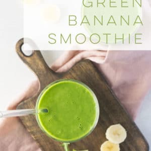 Vegan Banana Green Smoothie -- Greens, bananas, almond milk, and flaxseed are all it takes to whip up this easy smoothie recipe. Perfect for breakfast on the go or a healthy snack! #smoothie #greensmoothie #bananas #breakfast #healthy #mealreplacement | Mindful Avocado