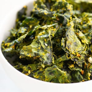 closeup of kale chips with everything bagel seasoning