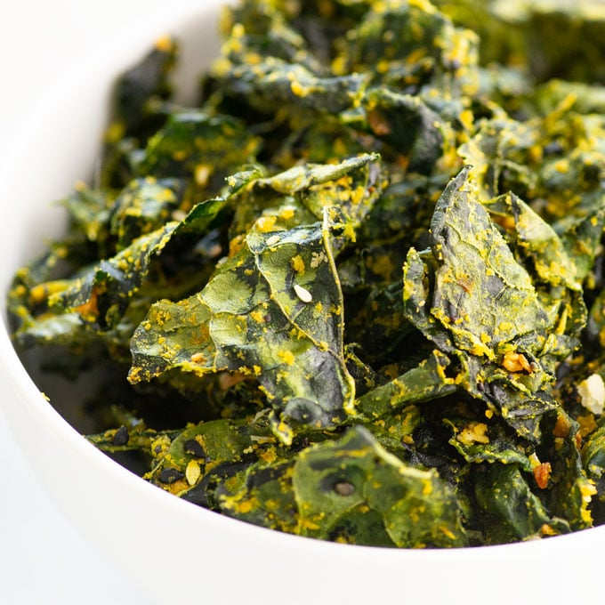 closeup of kale chips with everything bagel seasoning