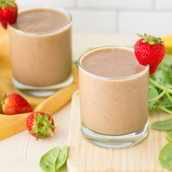 vegan strawberry banana smoothie with spinach
