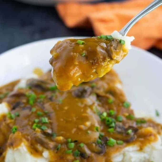 Vegan gravy with mushrooms
