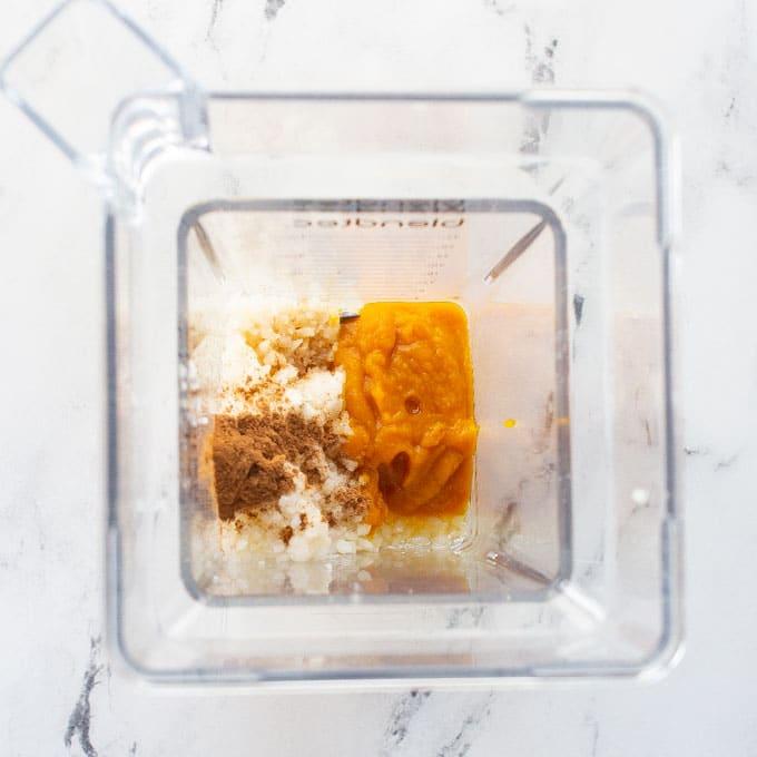 ingredients for pumpkin smoothie in blender
