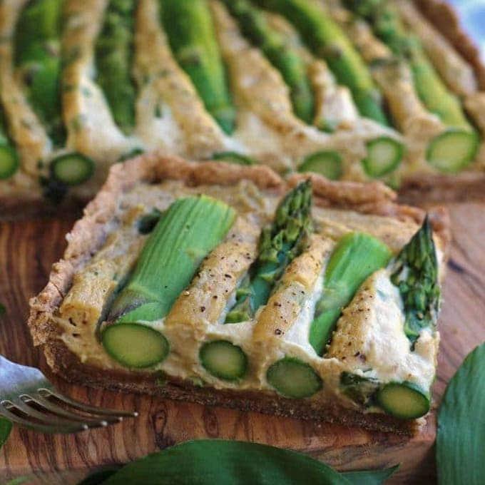 Vegan quiche with asparagus