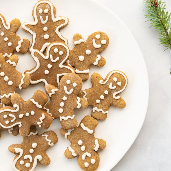 plate of decorate gingerbread men