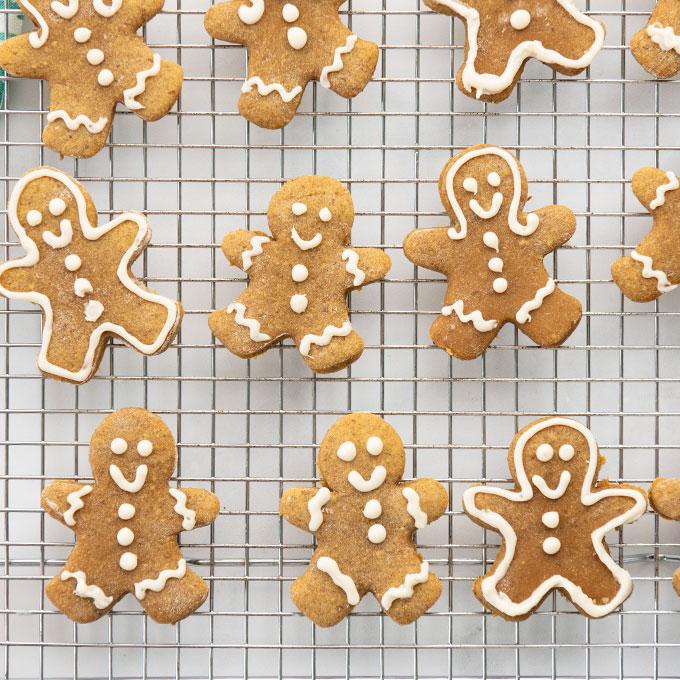 vegan gingerbread men on cooling rack