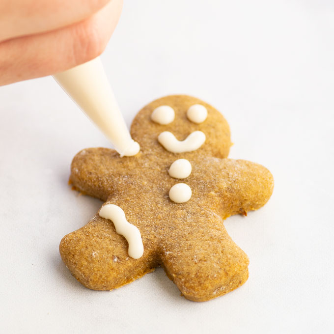 hand decorate gingerbread men