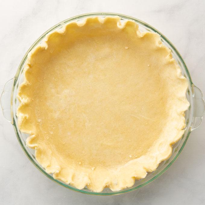 vegan pie crust in pie pan before being baked
